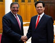 U.S. Defense Secretary Leon Panetta (L) shakes hands with Vietnamese Prime Minister Nguyen Tan Dung (R) during a meeting at the Prime Minister's office in Hanoi, June 4, 2012. REUTERS/Jim Watson/Pool