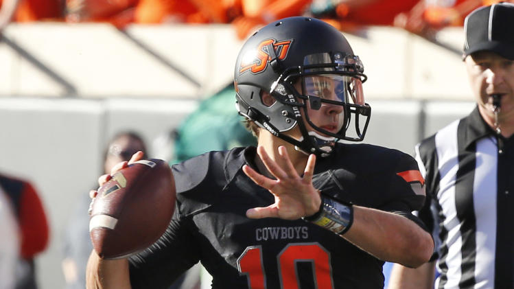 Chelf leads Oklahoma St to 42-6 win over Kansas