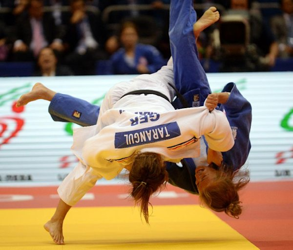 Japan and France share spoils in team event