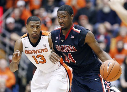 No. 4 Arizona defeats Oregon State 80-70