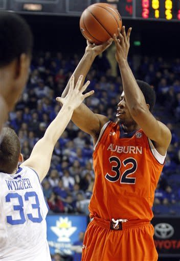 Kentucky pulls away from Auburn 72-62