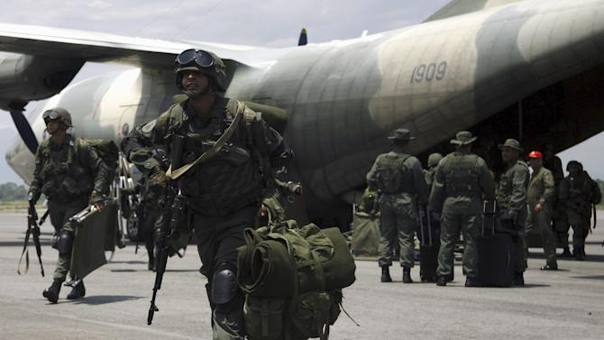 Venezuelan soldiers arrive at an airport at La Fria, during a special deployment close to the border with Colombia, in Tachira state, Venezuela