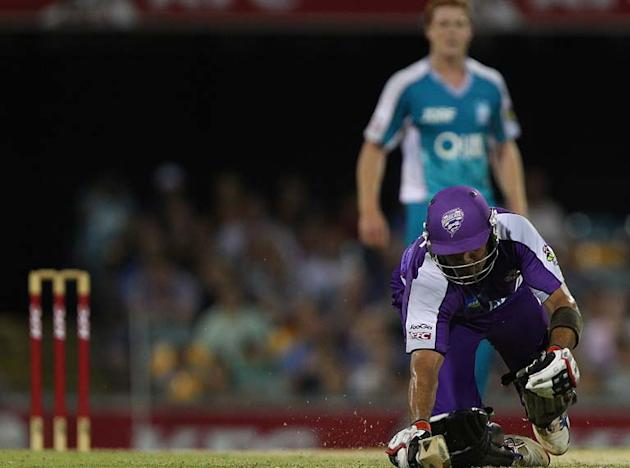 BRISBANE, AUSTRALIA - JANUARY 06:  Owais Shah of the Hurricanes dives for the crease during the T20 Big Bash League match between the Brisbane Heat and the Hobart Hurricanes at The Gabba on January 6,