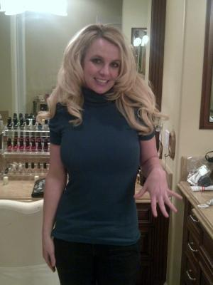Britney Spears show off her engagement ring on January 4, 2012 -- Britney Spears Tumblr