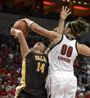 No. 8 Louisville women rout Valparaiso, 96-40