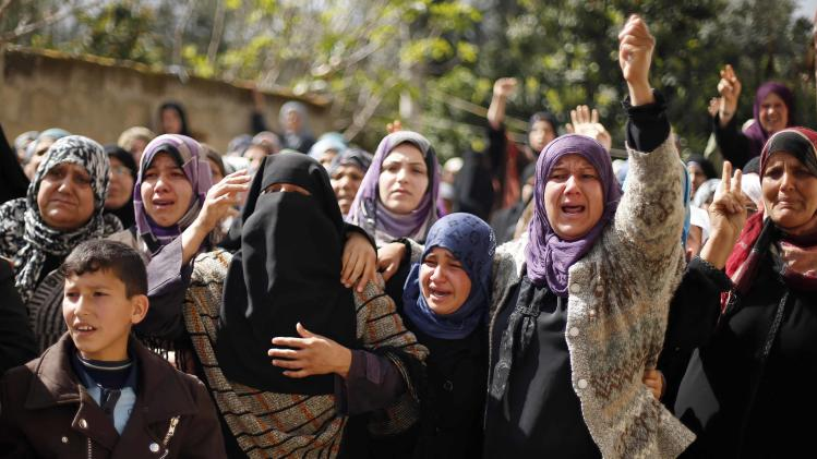 Relatives of Palestinian Hamad mourn during his funeral at Beit Hanoun on Gaza Strip