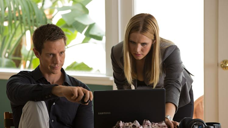 """This image released by Warner Bros. Pictures shows Jason Dohring, left, and Kristen Bell in a scene from """"Veronica Mars."""" (AP Photo/Warner Bros. Pictures, Robert Voets)"""