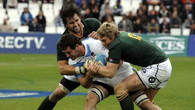 Nicolas Sanchez (C) of Argentina's Los Pumas is tackled by Jacques Potgieter and Jean De Villiers (R) of South Africa's Springboks (Reuters)