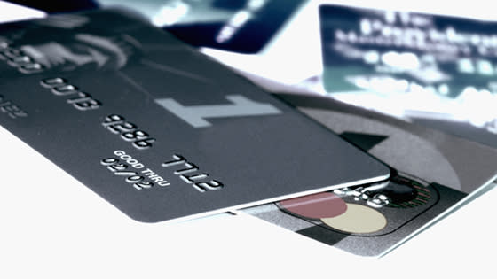 How do Canadians use their rewards cards?