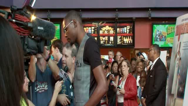 Kevin Durant attends red carpet for big screen debut