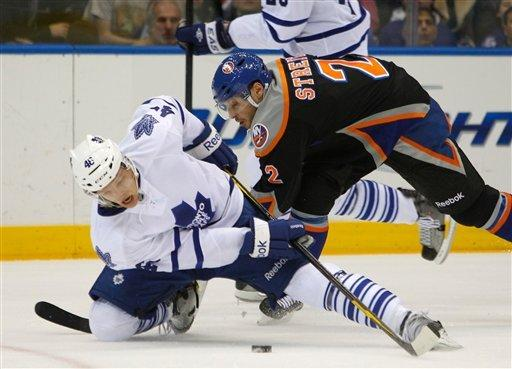 MacArthur has goal, assist as Leafs top Isles 5-3