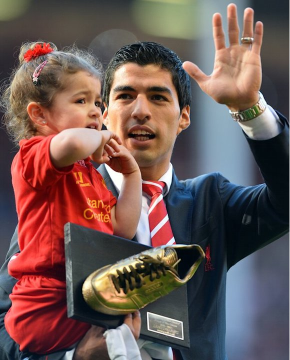 Liverpool's Luis Suarez with his daughter Delfina at the end of the Liverpool-QPR match on May 19, 2013