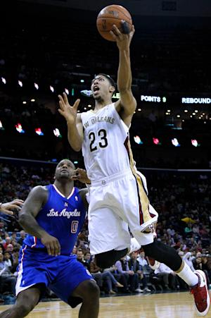 Pelicans' Davis leaves with left ankle injury