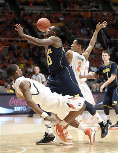 No. 13 Michigan beats Illini, 72-61