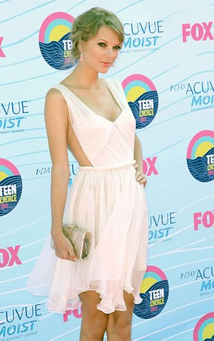 Taylor Swift Wows In See-Through Frock At Teen Choice Awards