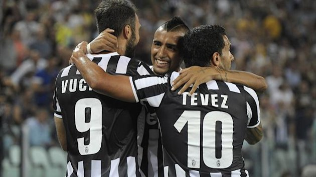 Juventus' Arturo Vidal (C) celebrates with his team mates after scoring against Lazio