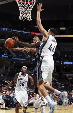 Conley leads Grizzlies to 110-102 win over Hawks