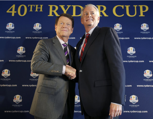 Tom Watson, left, poses for a picture with PGA of America president Ted Bishop during a news conference in New York, Thursday, Dec. 13, 2012.  The Americans are bringing back Watson as their Ryder Cup