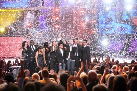 David Cook surrounded by the rest of the Top 12 at the end of American idol's seventh season finale.