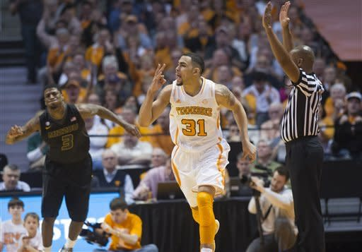Tennessee rallies late to beat Missouri 64-62