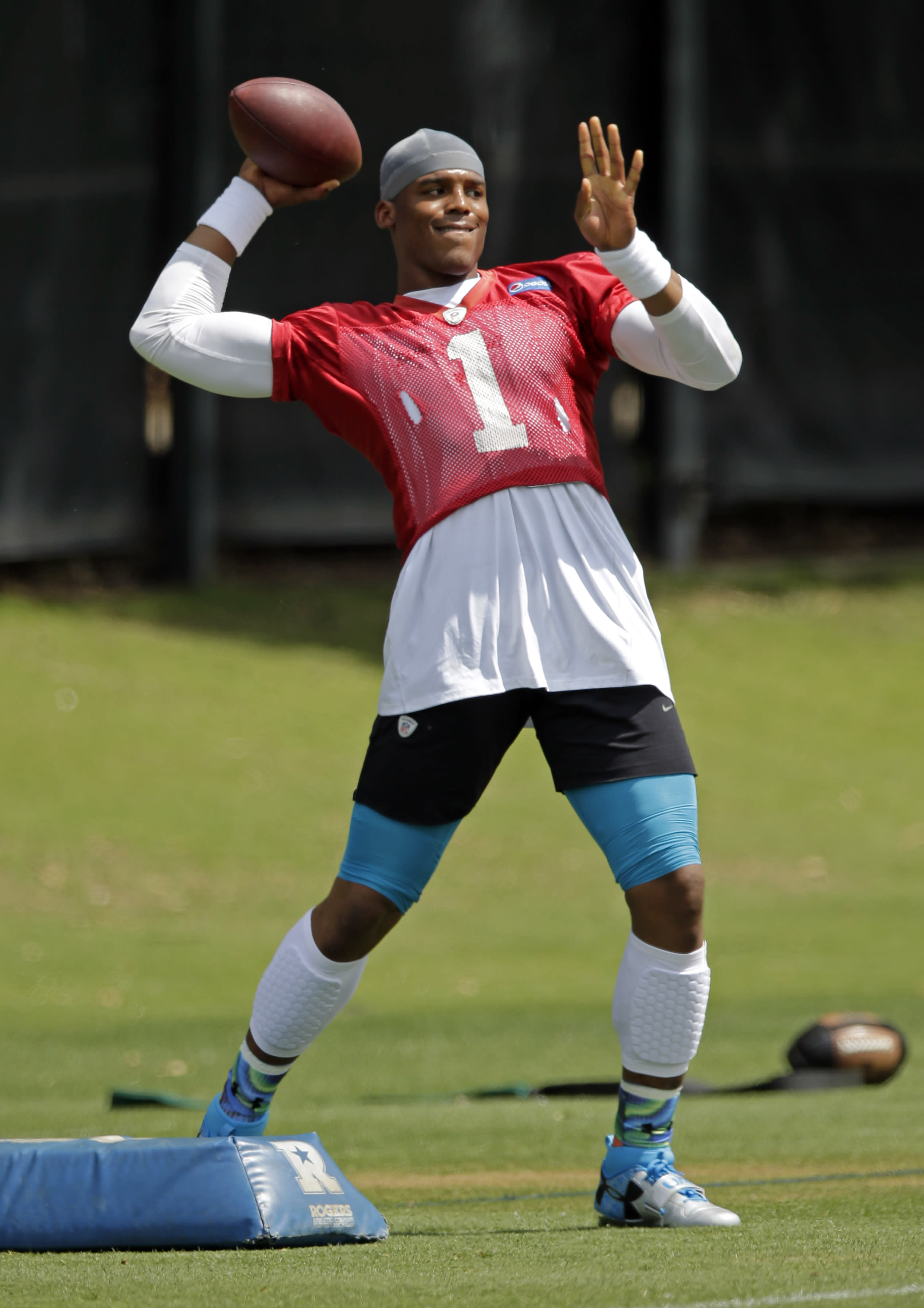 AP Source: Panthers, Cam Newton contract talks continue