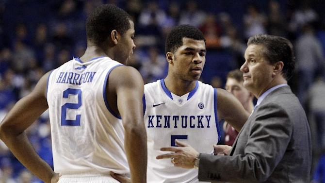 Kentucky head coach John Calipari, right, instructs Aaron Harrison (2) and Andrew Harrison (5) during the second half of an NCAA college basketball game, Tuesday, Jan. 21, 2014, in Lexington, Ky. Kentucky won 68-51