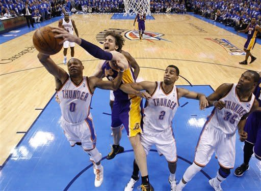 Thunder clobber Lakers 119-90 in Game 1
