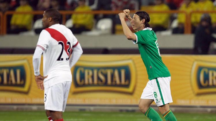 Bolivia's Pablo Escobar, right, celebrates after scoring Peru during a friendly soccer match in Lima, Peru, Friday Sept. 2, 2011. (AP Photo/Karel Navarro)