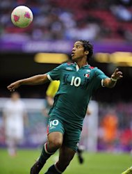 Mexico&#39;s striker Giovani Dos Santos eyes the ball during the London 2012 Olympic Games men&#39;s football match between Mexico and Switzerland at the Millennium Stadium in Cardiff, Wales, on August 1, 2012.  AFP PHOTO / GLYN KIRK