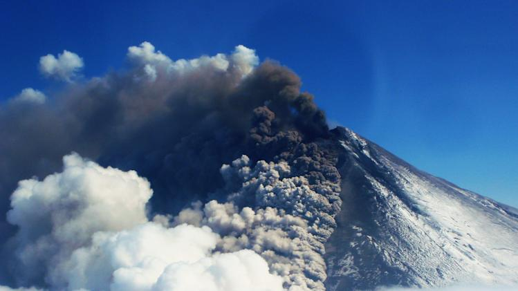 Alaska volcano's ash prompts flight cancellations