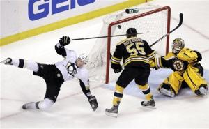 Crosby scores twice, Penguins beat Bruins 5-3