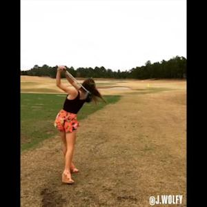 The Grind: Golf In Heels & An Apology to Brandt Snedeker