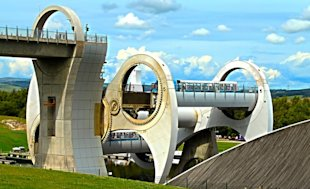 Falkirk Wheel in Scotland (Tomzoy / Dreamstime.com)
