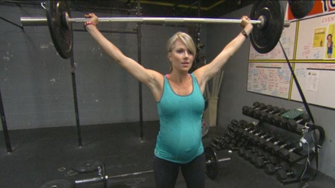 Pregnant Body Builder Still Lifting at 33 Weeks