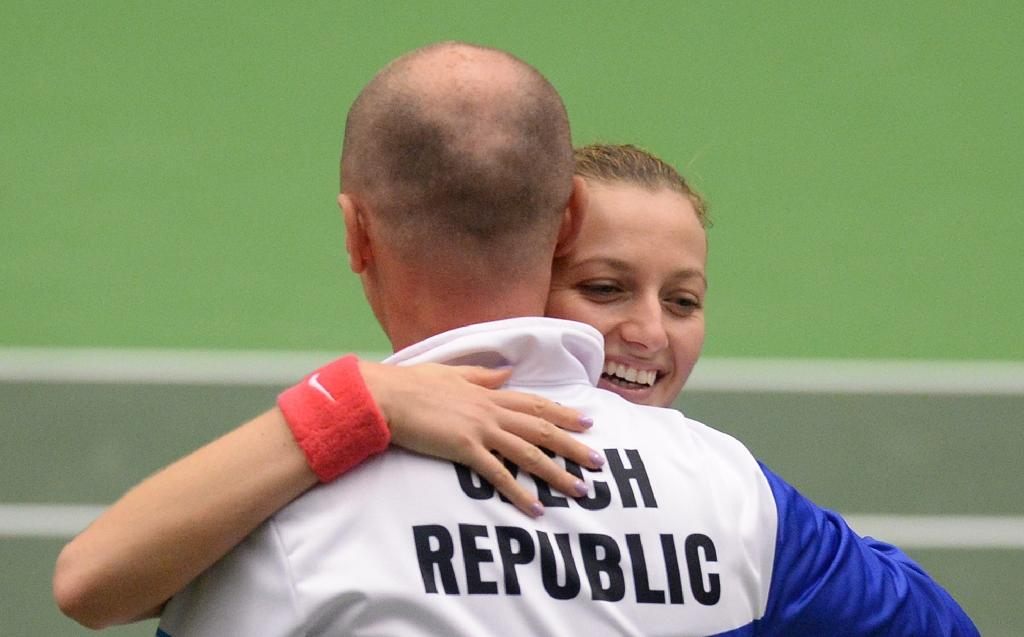 Czechs lead France 2-0 in Fed Cup semi-finals