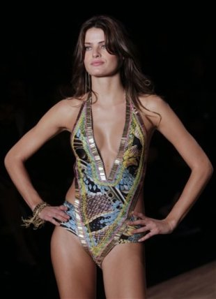 Isabeli Fontana at Sao Paulo Fashion Week in Brazil, June 16, 2011. (Photo: Andre Penner/AP
