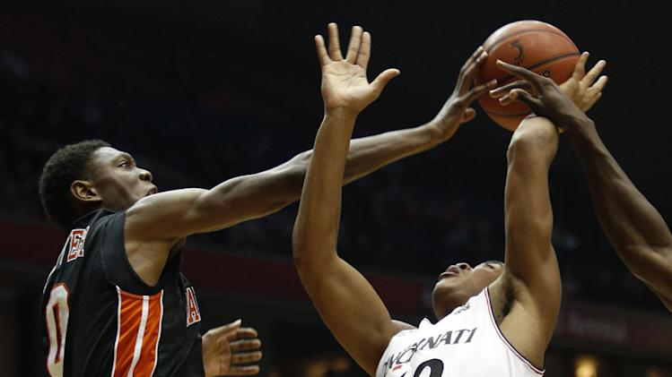 Kilpatrick has 23, Cincinnati beats Campbell 81-62