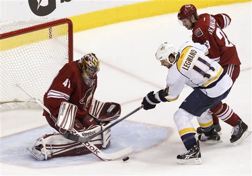 Coyotes beat Predators 5-3 to go up 2-0 in series
