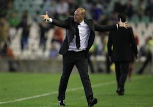 Real Betis' coach Mel reacts during Europa League soccer match against Vitoria Guimaraes in Seville