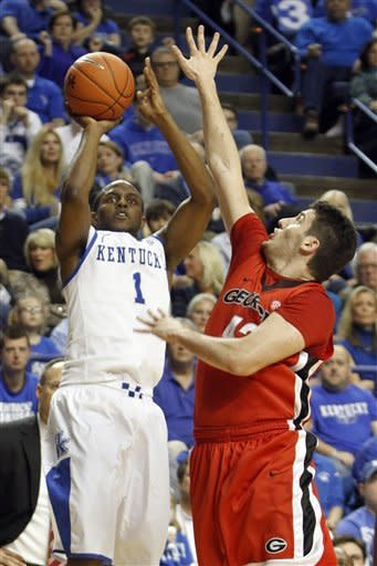 No. 1 Kentucky rolls over Georgia, 79-49