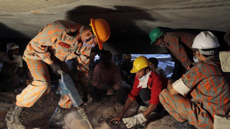 Bangladesh rescuers find 19 alive in building