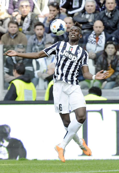 Juventus' Paul Pogba controls the ball during their Italian Serie A soccer match against Fiorentina in Turin
