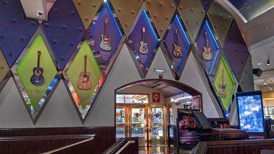 Hard Rock Cafe Attempts to Break the Drag Queen World Record