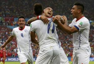 Chile's Mauricio Isla, Eduardo Vargas, Arturo Vidal and Gonzalo Jara celebrate after their first goal during their 2014 World Cup Group B soccer match against Spain at the Maracana stadium in Rio de Janeiro