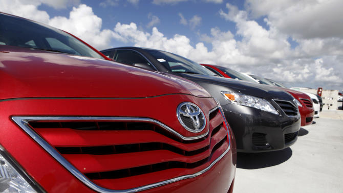 Auto sales rise as small cars enjoy summer surge