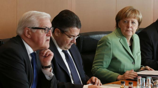 German Foreign Minister Steinmeier, Economy Minister Gabriel and Chancellor Merkel attend a cabinet meeting at the Chancellery in Berlin