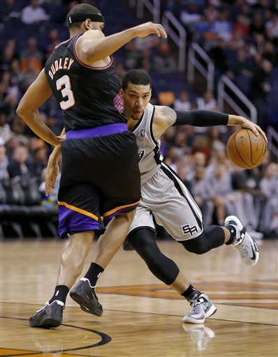 Mills, Leonard lead balanced Spurs past Suns 97-87