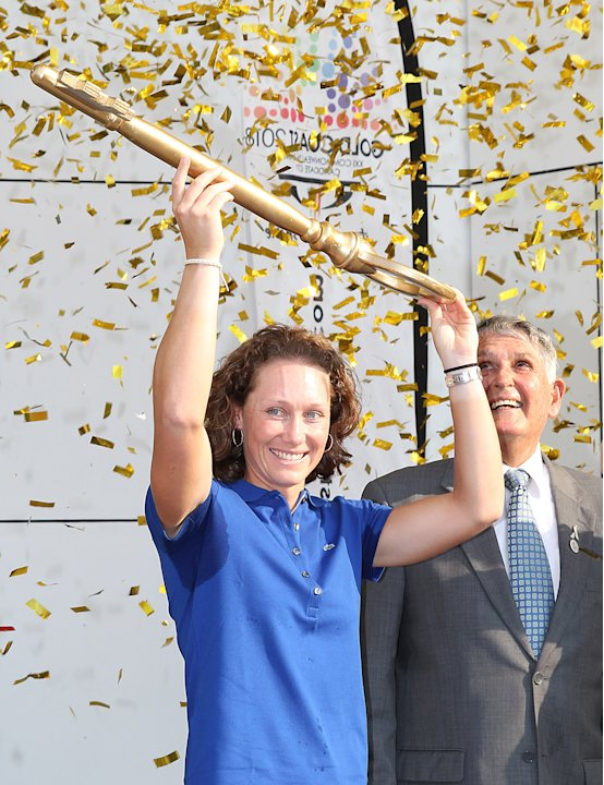 Australia's  Sam Stosur, the newly crowned US Open tennis champion, holds up the key to the city of the Gold Coast next to Mayor Ron Clark, right, during a welcoming ceremony held for Stosur on the Go
