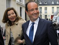 Val&#xE9;rie Trierweiler y Fran&#xE7;ois Hollande, pareja de alto inter&#xE9;s en Francia (AP Photo/Jacques Brinon, file)