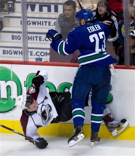 Sedin scores in 3rd to lead Canucks over Avs 4-1